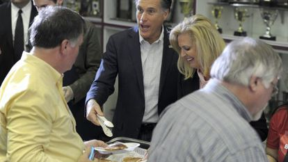 Mitt Romney y su esposa Ann, en un desayuno en Snellville.