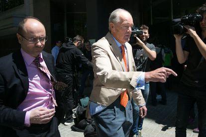 Gonzalo Ferre (d), presidente de Adif, tras la reunión con el consejero Santi Vila.