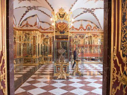 Imagen de una sala donde se exponen joyas en la Bóveda Verde de Dresde, al este de Alemania.