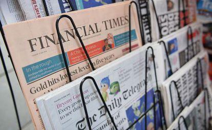 El 'Financial Times', en un quiosco londinense.