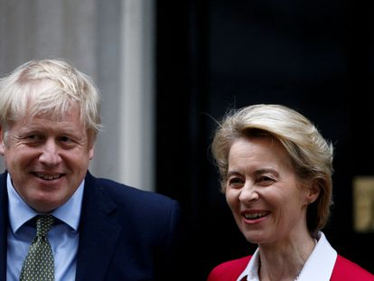 La presidenta de la Comisión Europea, Ursula von der Leyen, junto al primer ministro Boris Johnson en su último encuentro el pasado mes de enero en Londres.