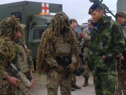 Soldados españoles, británicos y albaneses, en unas maniobras de la OTAN
