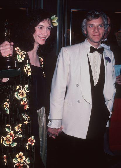 Los actores Mary Steenburgen y Malcolm McDowell en una fiesta tras los Oscar de 1981, en los que ella ganó como Mejor actriz de reparto por 'Melvin y Howard'.