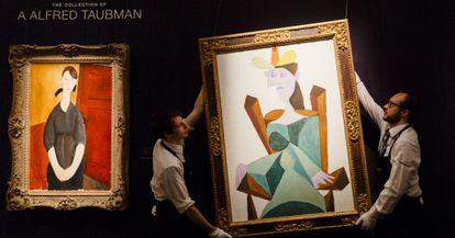Subasta de dos obras de Modigliani's (izquierda) y Picasso en Sotheby (Londres), en octubre de 2015.