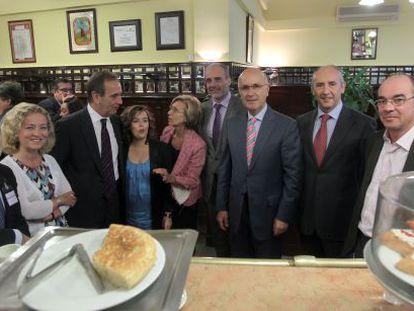 De izquierda a derecha: Gaspar Llamazares (IU), Ana Oramas (CC), José Antonio Alonso (PSOE), Soraya Sáenz de Santamaría (PP), Rosa Díez (UPyD), Joan Ridao (ERC), Josep Durán Lleida (CiU), Josu Erkoreka (PNV) y Francisco Jorquera (BNG).