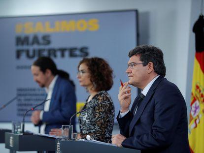 Desde la izquierda: el vicepresidente segundo, Pablo Iglesias, la ministra portavoz, María Jesús Montero, y ministro de Seguridad Social, José Luis Escrivá.