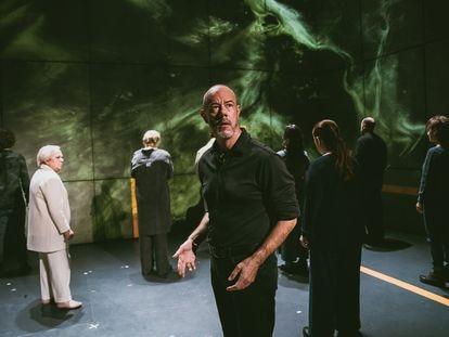 Una escena de 'Los últimos Gondra (memorias vascas)', en el Teatro Valle Inclán de Madrid.