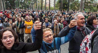 Acto delante de la Catedral Metropolitana, en São Paulo, contra el asesinato del recolector Ricardo Nascimento por parte de la Policía Militar