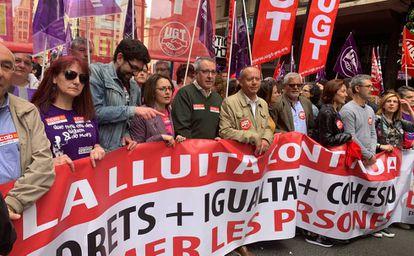 La manifestación convocada por UGT-PV y CC OO-PV en Valencia a punto de salir de la plaza de San Agustín.