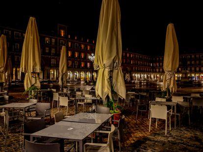 Las terrazas en la Plaza Mayor permanecieron vacías durante estado de alarma.