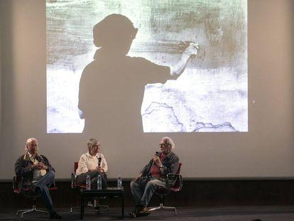 Carlos Pérez Siquier, Laura Terré y Ramón Masats (de izquierda derecha), el miércoles en su charla en el Museo Reina Sofía.