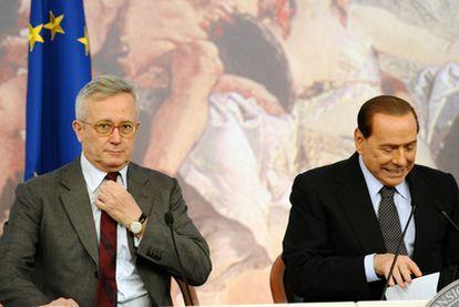 El primer ministro italiano, Silvio Berlusconi, junto a su ministro de Economía, Giulio Tremonti.