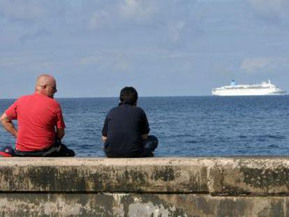Un barco de la compañía Carnival parte desde Miami con rumbo a La Habana