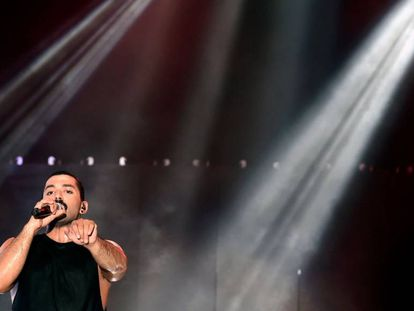 El cantante del grupo Mashrou Leila, Hamed Sinno, durante un concierto en agosto del año pasado en Líbano.