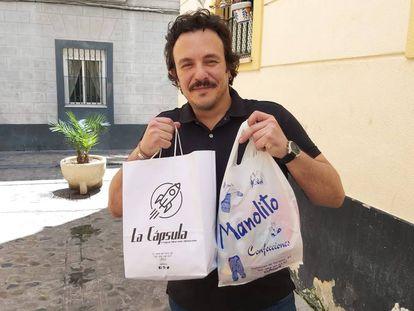 El alcalde de Cádiz, José María González, 'Kichi', en una imagen compartida en redes sociales para estimular la compra en el pequeño comercio.