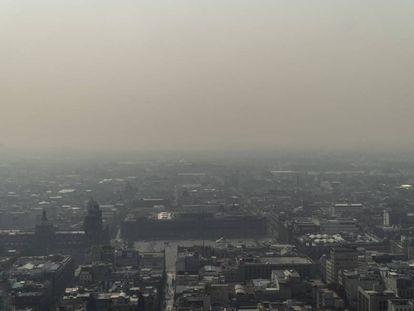 El zócalo de Ciudad de México bajo la contaminación.