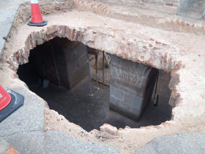 Imagen de archivo del último informe sobre los yacimientos que han hallado en el eje de la calle de Bailén y la plaza de España de Madrid.