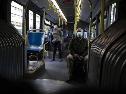 Primer día de uso obligatorio de mascarillas en el transporte público de Madrid, el pasado mes de mayo.