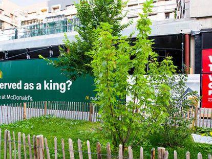 'Guerra' de carteles entre Burger King y McDonald's, en Bruselas.