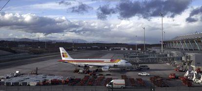 Un avión de Iberia en Madrid-Barajas