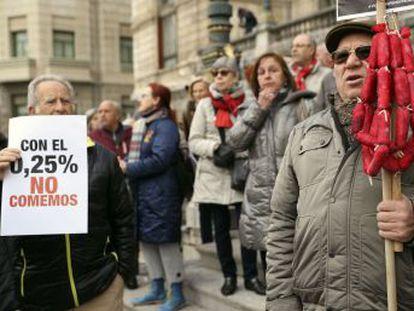 Los manifestantes han pedido al PNV que  se moje  en la exigencia de pensiones dignas