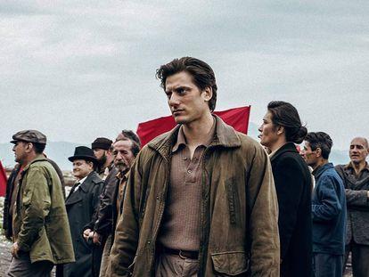Luca Marinelli, protagonsta de 'Martin Eden', en un fotograma de la película.
