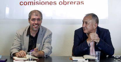 A la izquierda, el secretario general de CC OO, Unai Sordo, junto a su homólogo en la UGT, Pepe Álvarez