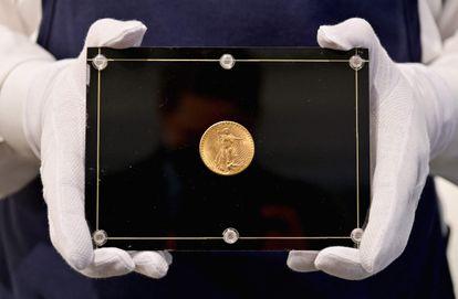 La moneda 'Doble Águila', de 1933, en una imagen del pasado 11 de marzo en Nueva York.