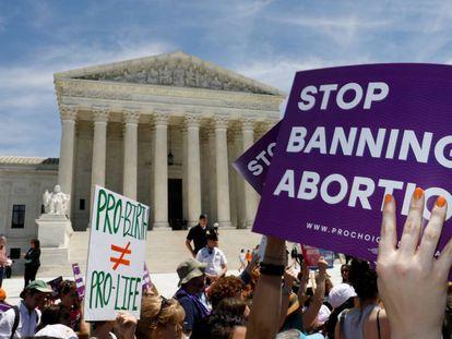 Protesta contra la prohibición del aborto ante el Supremo en Washington.