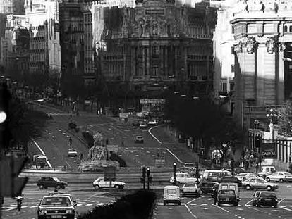 Aspecto de la calle de Alcalá, la plaza de Cibeles y la confluencia con Gran Vía, en Madrid