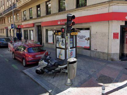El quiosco de la ONCE de la calle Hilarión Eslava donde se encontró el cadáver del vendedor de cupones.