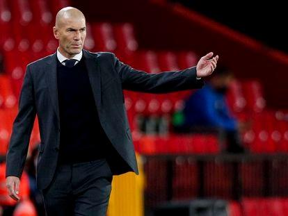 Zinedine Zidane, en el partido del jueves en Granada.