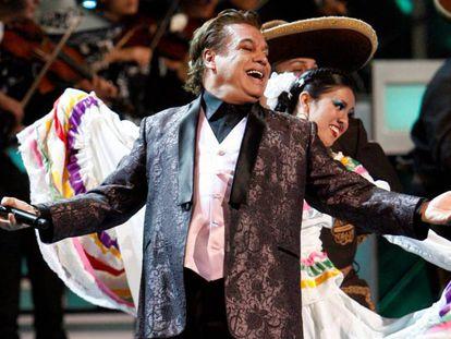 Juan Gabriel, en un concierto en Ciudad de México. En el vídeo, las declaraciones de Claudia Gabriela Aguilera.