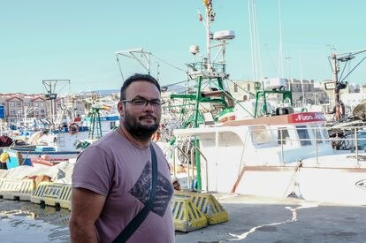 El pescador Gregorio Linde, en el puerto de Tarifa.