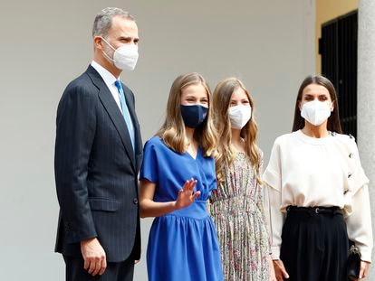 La princesa Leonor en su confirmación junto a sus padres, los Reyes, y su hermana Sofía, en Madrid, el 28 de mayo de 2021.