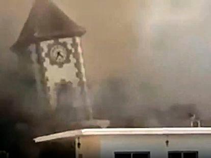 La lava provoca el derrumbe del campanario de Todoque, en La Palma.