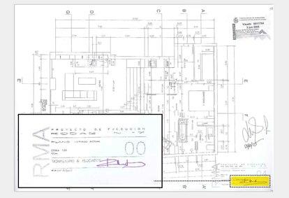 Plano del proyecto de 'loft' en la calle Rodas, una vivienda con dormitorio, cocina y baño, visado en 2005 por el estudio de Monasterio y donde ella misma firma de puño y letra.