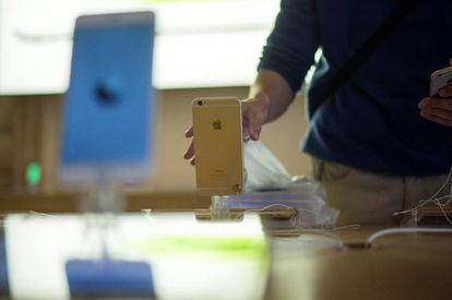 Un iPhone 6 el día del lanzamiento.