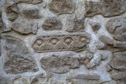 Uno de los vestigios visigodos integrados en la muralla.