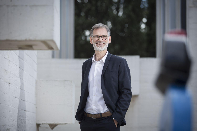 Marko Daniel, director de la Fundación Joan Miró de Barcelona, en la terraza del centro.