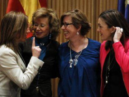 Carme Chacón, María Teresa Fernández de la Vega, Maru Menéndez y Soraya Rodríguez en el homenaje a Peces-Barba.