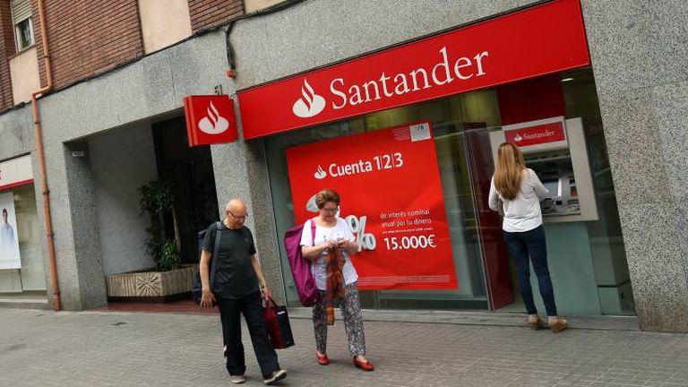 Una sucursal del banco Santander en Barcelona.
