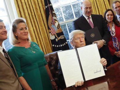 Donald Trump, en la firma del decreto