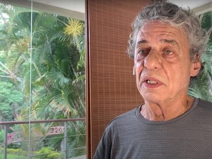 El cantante Chico Buarque recita un texto de la autora Clarice Lispector.