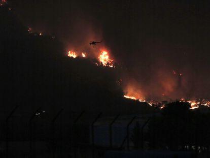 Los incendios están asolando el Mediterráneo oriental avivados por el calor extremo.