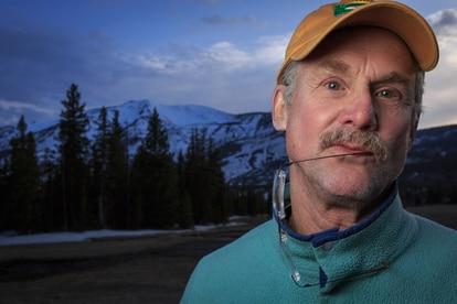 David Quammen, en una fotografía realizada en el parque nacional de Yellowstone (EE UU).