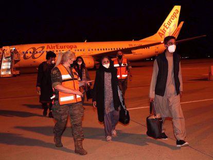 Llegada de refugiados afganos a la base de Torrejón de Ardoz (Madrid).