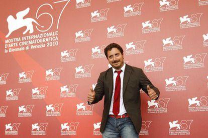 El director chileno Pablo Larraín presenta su nueva película, Post-Mortem, en la Mostra.