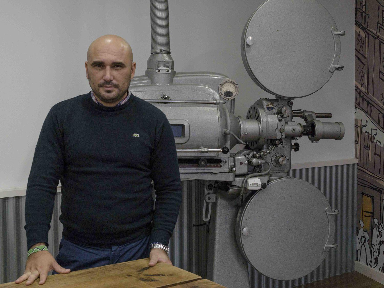 Jose Manuel Colón, periodista y director del documental 'El Camino', en las oficinas de su productora en Madrid