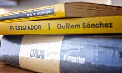 Los libros 'El Impostor, de Javier Cercas; 'El estafador', de Guillem Sánchez y 'El adversario', d'Emmanuel Carrère.